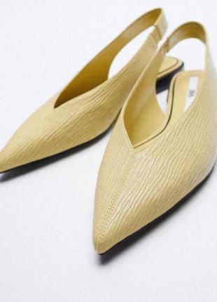 Туфли мюли с острым носком жёлтого цвета