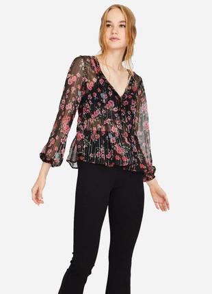Нарядная полупрозрачная блуза с цветочным принтом