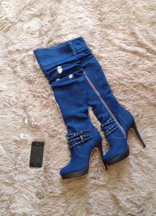 Синие джинсовые сапоги ботфорты на высоком каблуке