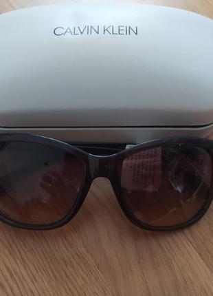 Женские солнцезащитные очки calvin klein. линза 60мм.