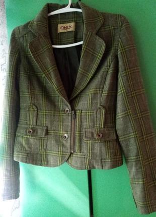 Шерстяной пиджак с заплатками
