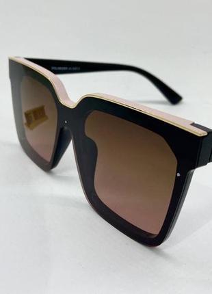 Женские солнцезащитные очки с поляризацией в облегченной пластиковой оправе с линзами градиент