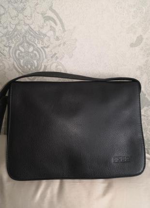Красивая, стильная кожаная сумочка bree