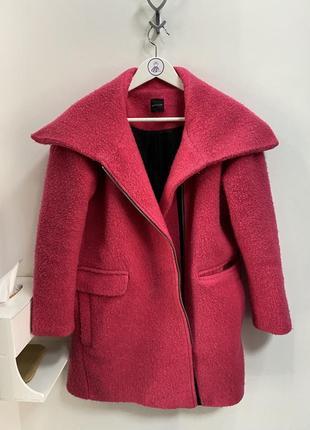 Пальто цвета фуксия