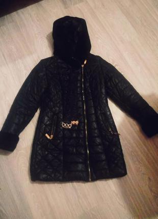 Зимняя куртка, в хорошем состоянии, и хорошо смотрится, меховой капюшон.