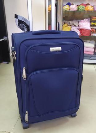 Маленький ,текстильный чемодан на 2 колесах.