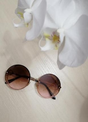 Стильные круглые очки в стиле ферре