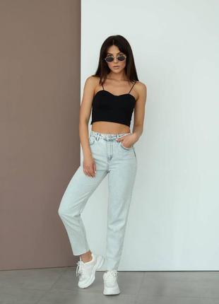 Трендовые женские джинсы мом
