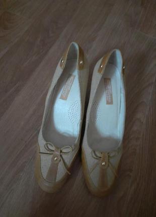Туфли лодочки.кожа + текстиль.   38 - 38.5