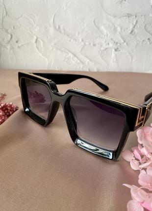 Sale трендові стильні очки в стилі луі віттон модні жіночі окуляри чорні фіолетові новинка 2021
