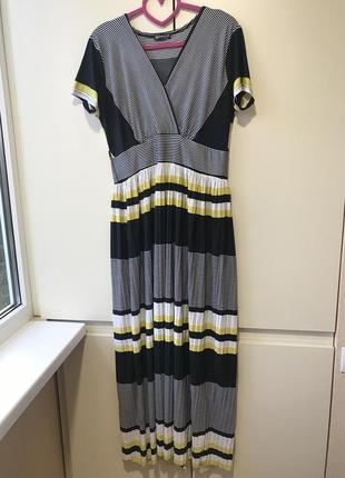 Платье длинное, размер указан м