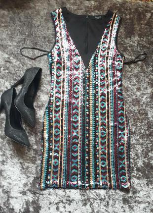 Платье в разноцветных пайетках