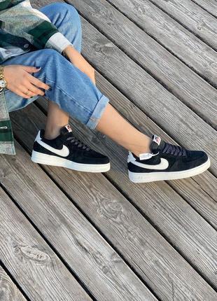 Велюровые кроссовки