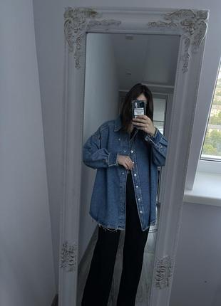 Очень крутая джинсовая рубашка zara