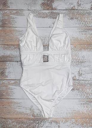 Шикарный белый сдельный купальник