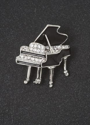 Брошь рояль