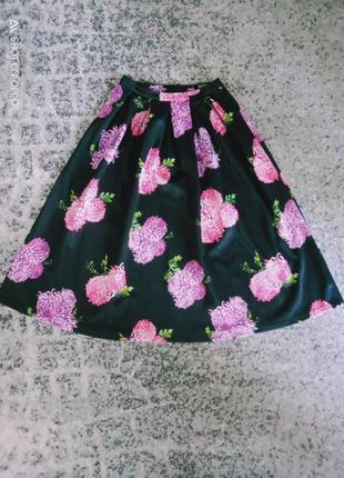 Длинная трендовая юбка в крупные цветы