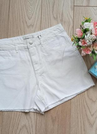 Короткие  белые джинсовые шорты, р.m