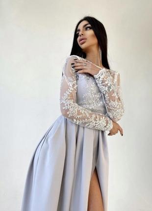Платье макси с кружевным верхом и разрезом на юбке