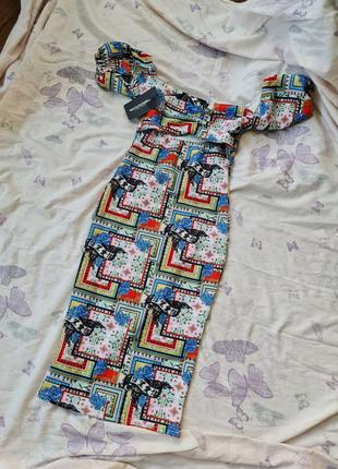 Платье с вырезом под грудью