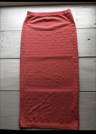 Яркая облегающая юбка