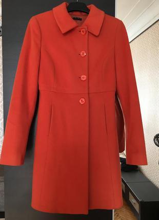 Пальто оранжевое sisley xs