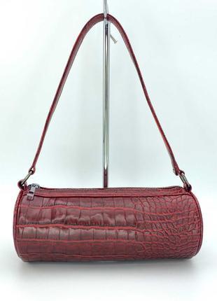 Женская красная сумка-багет цвета красный крокодил