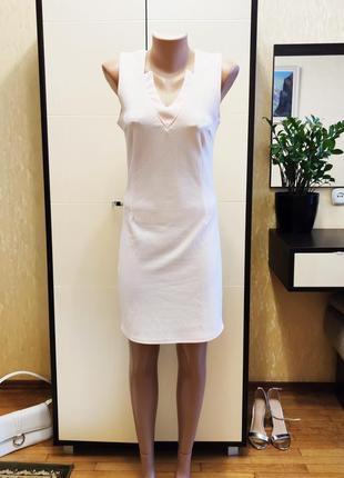 Нарядное платье с оригинальным вырезом по фигуре
