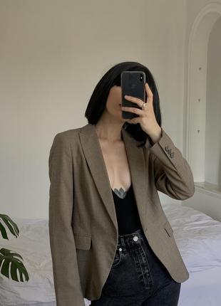 Базовый бежевый пиджак