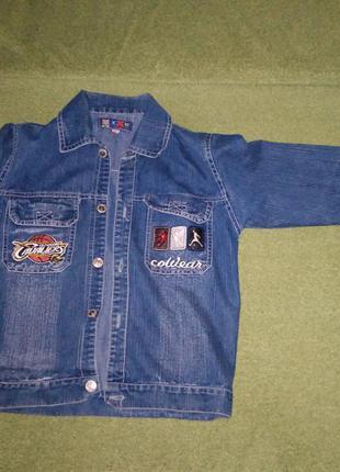 Тонкая джинсовая курточка на мальчика