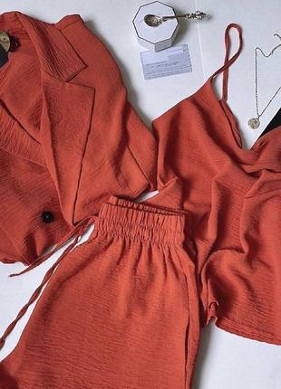 Костюм тройка пиджак, шорты и  майка кораллового цвета