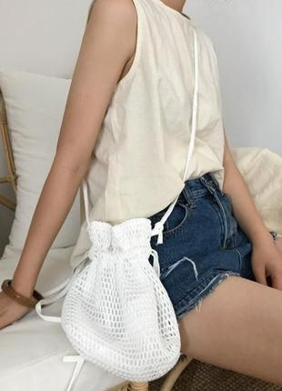 Сумка -мешок , белого цвета из сетки.
