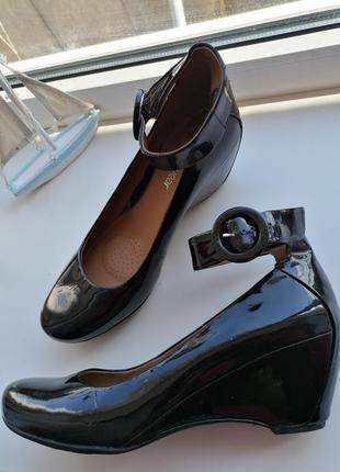 """🌹туфлі """"мері джейн"""" від clarks🌹чёрные туфли с ремешком на танкетке в стиле ретро"""