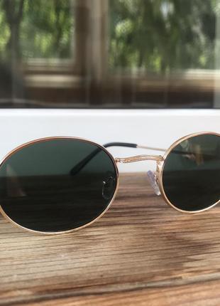 Очки (золотая оправа, зелёное стекло)