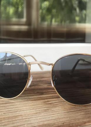Очки (золотая оправа, серое стекло)