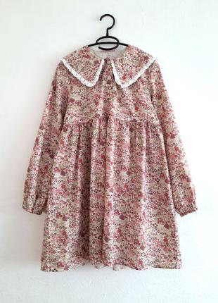 Платье в цветочный принт с большим воротником
