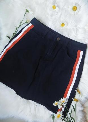 Черная джинсовая мини юбка с лампасами