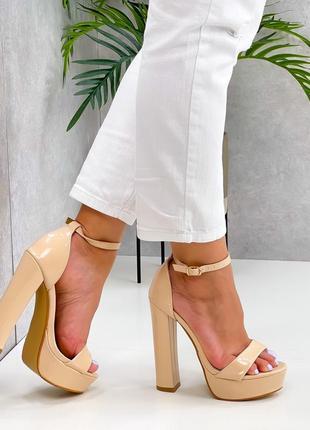 Бежевые каблуки босоножки боссоножки сандалии туфли на высоком каблуке эко лак