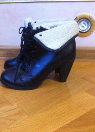 Черные ботинки на среднем каблуке. 37 размер. смотрите мои объявления!