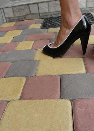 Босоножки, туфли лаковые, нарядные 37-38 amisu