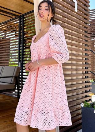 Свободное расклешенное платье в персиковом цвете