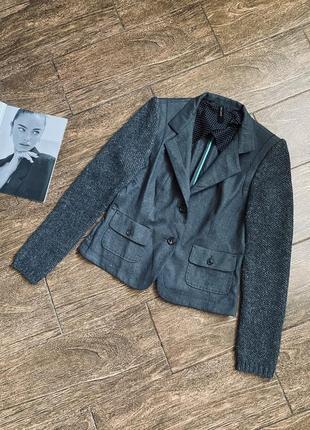 Потрясающе красивый пиджак с вязаными рукавами