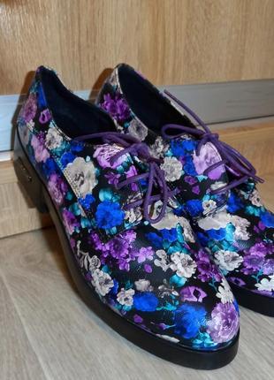 Ботинки с чудным принтом