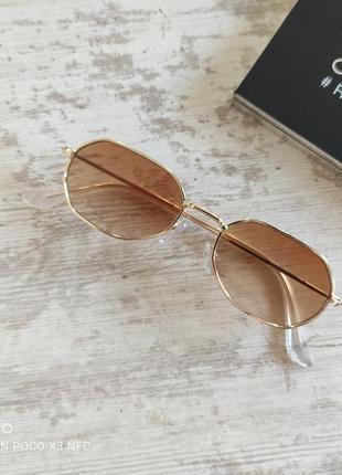 Стильные солнцезащитные очки на небольшое лицо