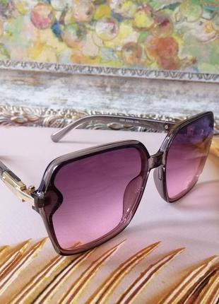 Эксклюзивные брендовые солнцезащитные женские очки розово серые  2021