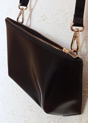 Легкая кожанная сумочка минимализм