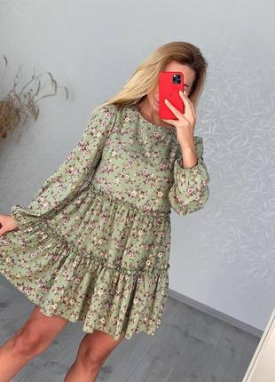 Платье на длинный рукав с широким воланом по низу