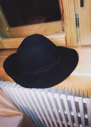 Шляпа stradivarius.