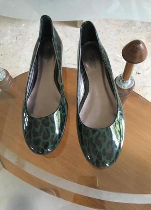 Туфли кожа новые низкий каблук дорогой бренд