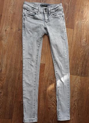 Женские джинсы светлые clockhouse push up skinny серого цвета супер цена распродажа люкс